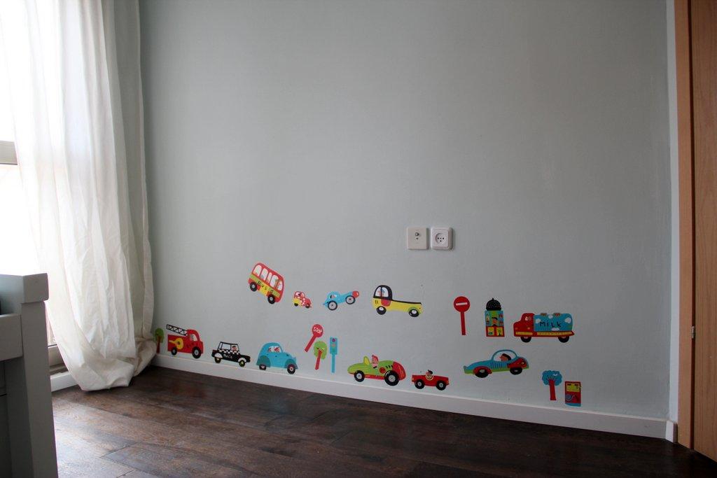 כך הקיר היה נראה לפני