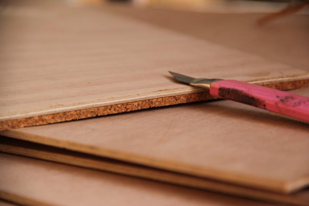 חותכים בעזרת סכין יפנית ללא שוליים