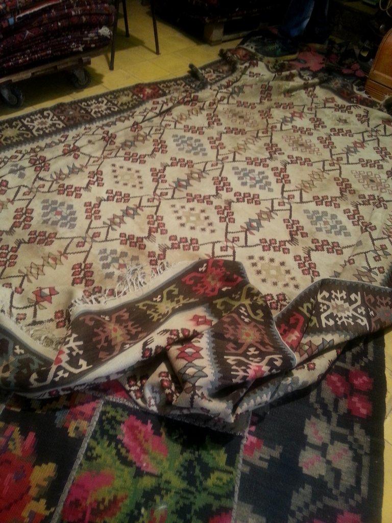 חתן השמחה, שטיח קילים רומני בן 100 שנים