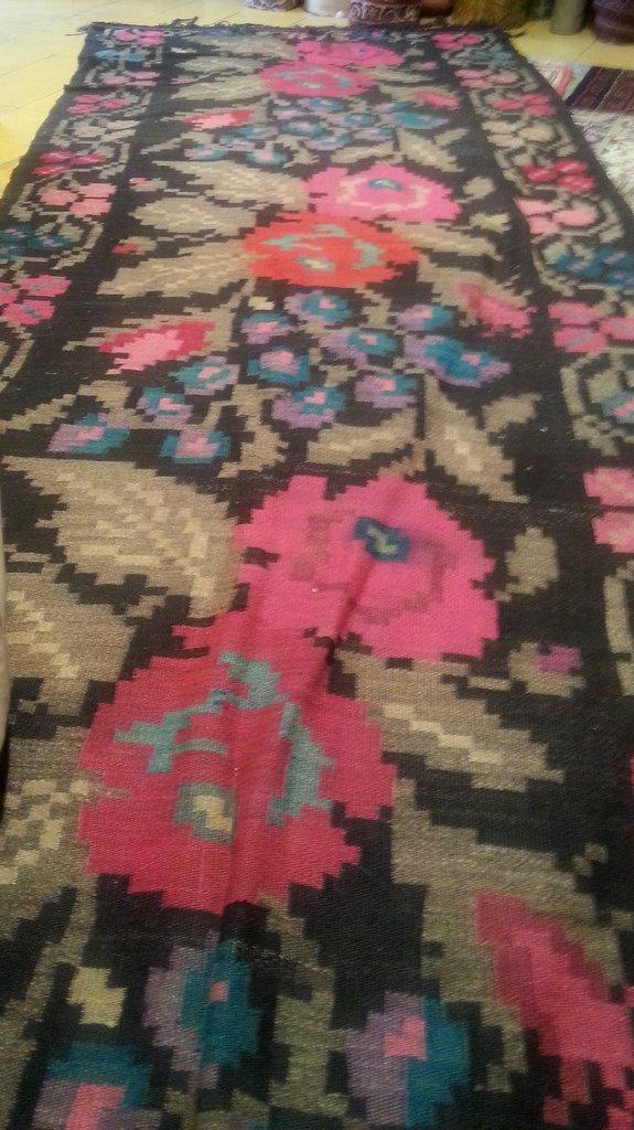 שטיח שושנים הורס במחיר שפוי אצל מנצור