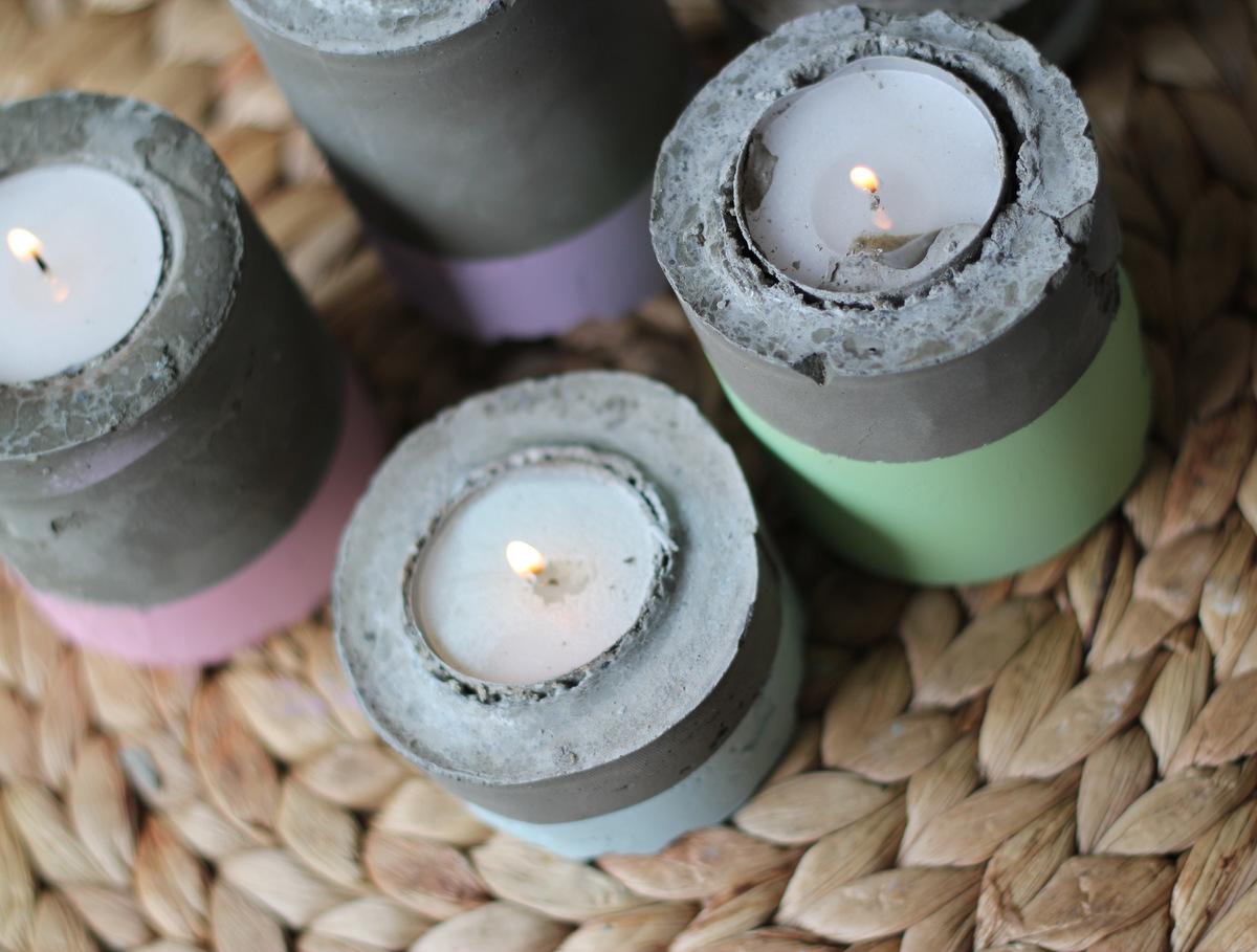אצלי הנרות ממוקמים במרכז שולחן האוכל