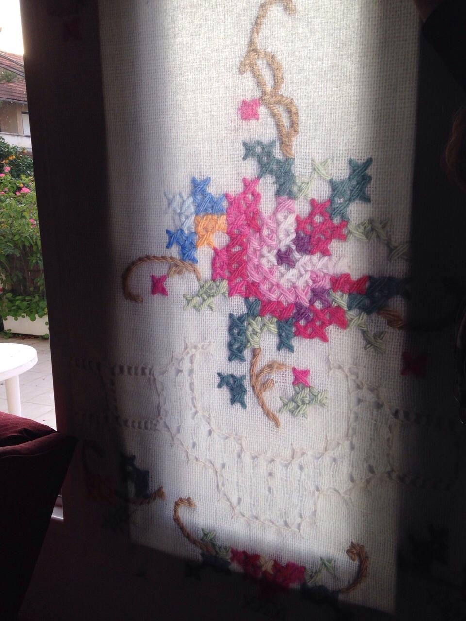 מפחית אור בוהק ומוסיף שיק וצבע