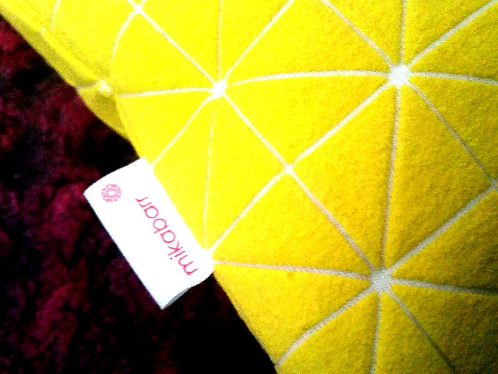 כרית צהובה של mikabarr מיקה בר