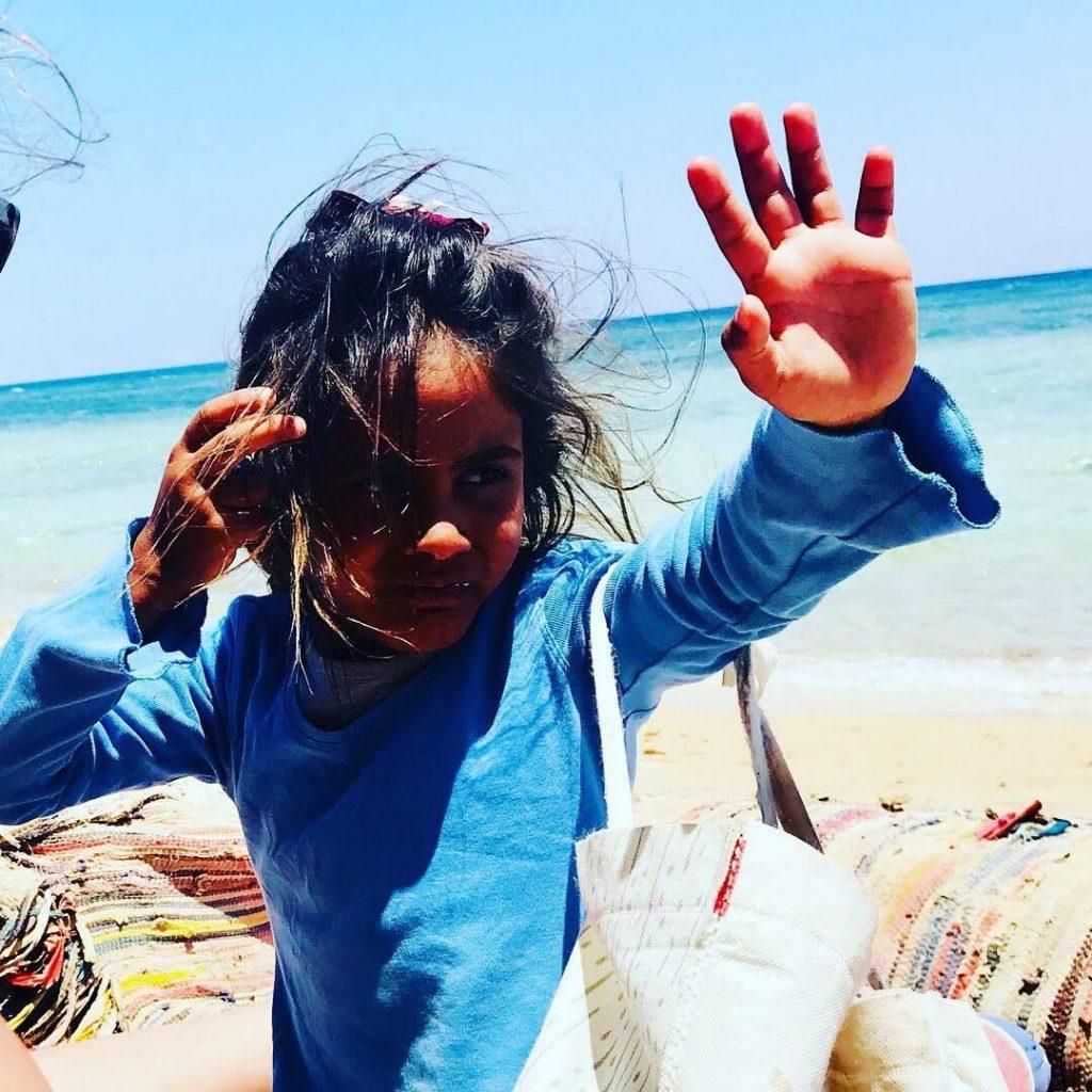 ילדה מוכרת צמידים בסיני, סיני, נשים בדואיות בסיני, חצי האי סיני