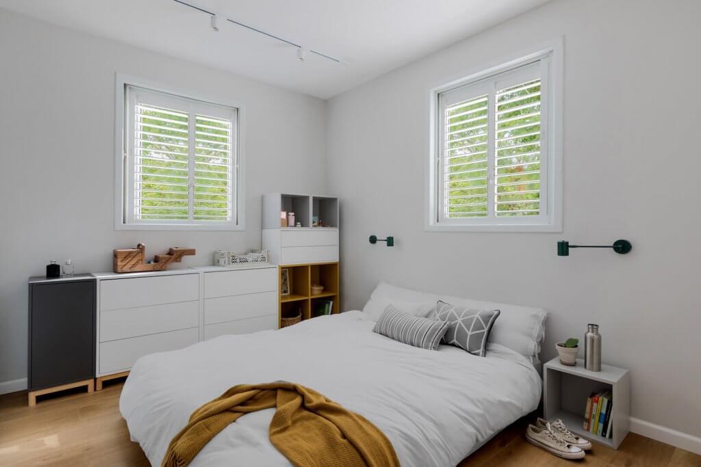 עיצוב פנים, עיצוב חדר שינה מודרני, EKET בצבעים, מזרון על הרצפה, פס צבירה לבן