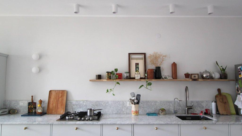 עיצוב מטבח ופטיו ברמת השרון סגנון מודרני עיצוב וצילום לירון גונן לסטודיו מיס גרות אי מטבח שחור
